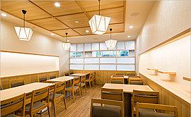 仙台の地で1958年に創業し、日本全国に店舗を展開する「半田屋」が、「グランコスモ武蔵浦和」の1階に出店。食材・価格・味にこだわった料理をご提供します。エレベーターで1階に降りれば、ご入居者専用エリアでゆっくりと食事ができます。
