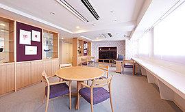 文化学園大学名誉教授・澤田知子氏の監修のもと、フロアごとに3種のコンセプトに分かれたラウンジをご用意。内部廊下と一体化したオープンな空間から、隣人同士の語らいやふれあいの輪が自然に広がります。※1