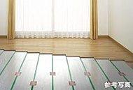 リビング・ダイニングの床には足元から部屋全体を暖めるTES温水式床暖房を標準装備。室内の空気も汚さない身体にやさしい暖房です。