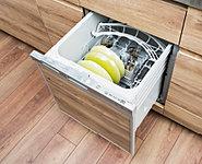 食器類などの後片づけをサポートしてくれる食器洗い乾燥機を標準装備。家事時間を短縮できるとともに、手洗いに比べて節水が可能になります。