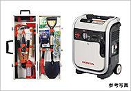 簡易トイレやレスキュー工具セット、通信器具などを準備しています。