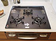 調理油過熱防止や消し忘れ消火機能など、安心してお料理が楽しめるピピッとコンロを採用。