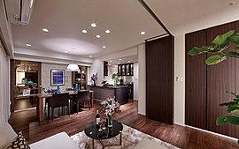 ウォールドアを開閉することで、広々リビングにも個室としても利用可能。家族構成やライフスタイルの変化にフレキシブルに対応します。