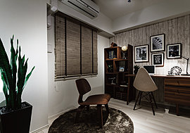住まう人のライフスタイルに合わせて、多目的に利用できる洋室。書斎やホビールーム、ホームオフィスとして、プライベートなひとときが充実します。