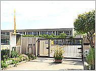 市立藤白台小学校 約10m(徒歩1分)