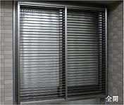 共用廊下の面格子にはルーバー面格子を採用し、セキュリティへの配慮はもちろん、プライバシーにも配慮しています。(FIX窓は除く)