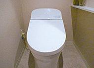 汚れがつきにくく、お手入れもしやすい節水型のトイレです。