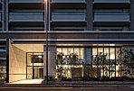 パークレジデンスとアーバンレジデンスの2棟から構成された、堂々としたフォルム。地上15階建て・総戸数218邸、大規模プロジェクトの「プレミスト千早中央公園」。