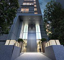 柔らかな光がメインエントランスを飾る。風格がヴェールのように建物を包む。