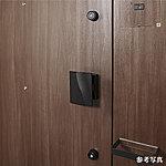 玄関ドアは2ヶ所に鍵穴を設けたダブルロックを採用し、防犯性を高めました。※上下の鍵は同一キーとなります。