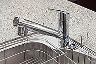 引き出して使える便利な浄水機能付シャワー水栓です。※定期的なカートリッジ交換が必要です。(有料)