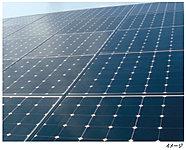 マンション敷地内に太陽光発電システムを設置。電力は蓄電池に充電し、災害等非常時の電源として利用します。