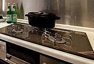 お料理の味を際立たせ、いつでも安全でおいしいお水を使えるビルトイン浄水器を標準装備しました。