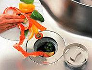生ごみをキッチンシンク内で粉砕するディスポーザーを標準装備。臭いにもわずらわされない、清潔、快適なキッチンをつくります。