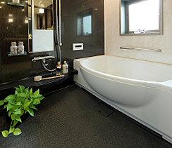 疲れを癒すだけでなく、入浴そのものを楽しめるよう、素材、デザイン、機能など多彩な視点から、よりリラックス空間を実現しています。