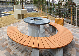 本格的なバーベキュー設備を備えたバーベキューガーデンは、マンションの敷地内であることを忘れさせてくれる爽快な空間です。
