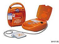 突然、心肺停止状態に陥った時に心臓に電気ショックを与えて正常な状態に戻す、誰にでも簡単に取り扱えるAEDを設置しています。