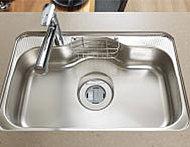 大きな調理器具や食器などをゆったりと洗えるワイドシンクを採用。水跳ね音や落下音を抑制します。