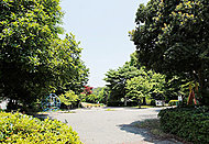 鶴ヶ峰公園 約280m(徒歩4分)
