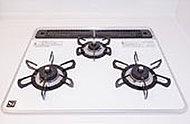 充実した機能を持ったガラスコートトップの3口コンロは、温度センサーも搭載しており、グリル機能も充実しています。