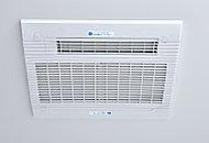 雨の日や夜間でも洗濯物を乾かせる涼風・温風機能忖の電気式浴室換気暖房乾燥機を設置。
