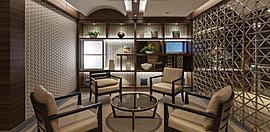 先進的な都市邸宅を漂わせるヘアライン格子、2種類の異質なパネルでデザインされた壁面、アートなオブジェを飾り豊かさを表現するインテリアニッチ、スタイリッシュな感性が、独創的な空間を印象づけます。