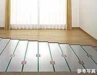 リビング・ダイニングには、足元から室内を暖めてくれる床暖房を設置しています。ホコリをたてにくいクリーンな暖房方法です。
