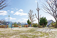 西一社第四公園 約10m(徒歩1分)