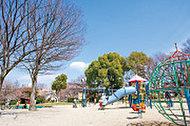 西一社中央公園 約450m(徒歩6分)