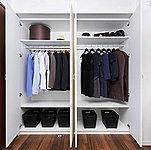 高さのあるクローゼットは空間を有効利用でき、衣類から小物類までたっぷり収納。ライフスタイルに合わせて多様に活用頂けます。