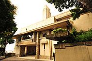 国指定重要文化財ヨドコウ迎賓館 約700m(徒歩9分)