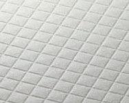 水はけが良く、滑りにくい形状のパターンを採用しました。※P、PR、Q1、Q2、RR、Rタイプを除く。