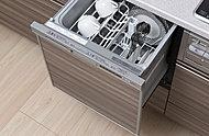 食器の出し入れがしやすいスライドオープン式。手洗いに比べて節水でき、後片付けの時間も短縮します。※D・E・F・I・J・Lタイプ除く
