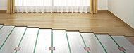 足下からじっくりと暖め、天井まで均一に室温を保ちます。ホコリを巻き上げる風が無いので健康的です。※全戸リビング・ダイニングルームに標準装備。