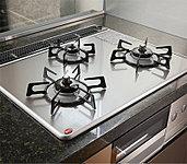 美しいデザインの中に、最先端の機能と安全性を実現。油汚れなども簡単に拭き取れるので、キッチンを常に美しく清潔に保つことができます。