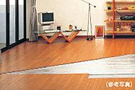 リビング・ダイニングには足元からの輻射熱でお部屋を暖めるガス温水式床暖房を標準装備しています。
