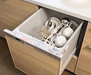 上から楽な姿勢で食器を出し入れできる、スライドオープンタイプの食器洗い乾燥機、低騒音化と省エネを実現しています。