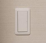 パネル面が大きく操作しやすいワイドタイプのスイッチを採用。ご高齢の方やお子様でも簡単に操作できます。