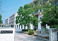 市立王子小学校 約950m(徒歩12分)