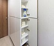 洗面室には、タオルの整理や潜在などの一時ストックに便利な収納を設置しています。