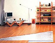 リビング・ダイニングには、足元から輻射熱で優しく暖めるガス温水式床暖房を標準装備しています。