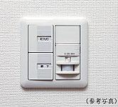 センサーが人の体温を感知すると、自動的に点灯。夜間の帰宅時などに役立ちます。点灯後、一定時間が経つと消灯します。