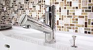 ヘッドを引き出すことができるので、洗面ボウル内を隅々までお手入れすることが可能です。