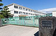 味美小学校 約800m(徒歩11分)
