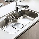 大きな中華鍋やフライパンなども、ゆったり洗えるワイド仕様。サイレントタイプで水の音を軽減します。