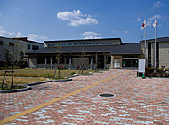 三郷市立図書館 約930m(徒歩12分)