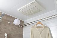 有機ガラス系新素材のクリアプルーフを採用した洗面カウンター。※Image Photo