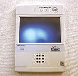 インターホン親機から、外出時に前もってエレベーターを呼び出すエレベーターコール機能を搭載。