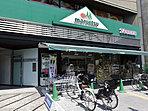 24時間営業のマルエツ市ヶ谷見附店 約320m(徒歩4分)