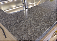 キッチンカウンターには、美しく重厚感があり、インテリア性にも優れた天然石を採用しました。